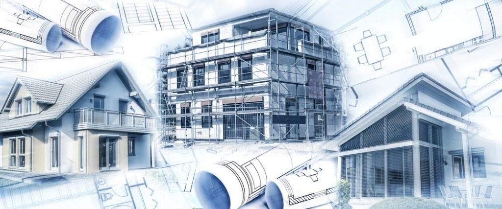 Neubauten mit einem Rohbau und Bauplnen